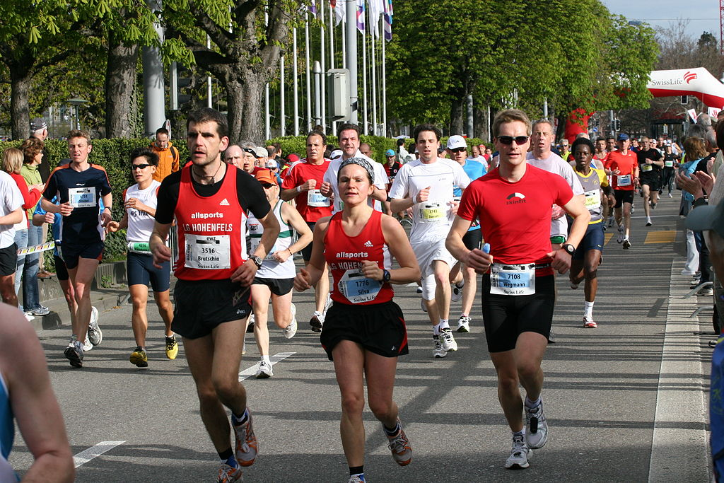By Chris Brown (originally posted to Flickr as Marathon Runners) [ CC BY 2.0 ],via Wikimedia Commons