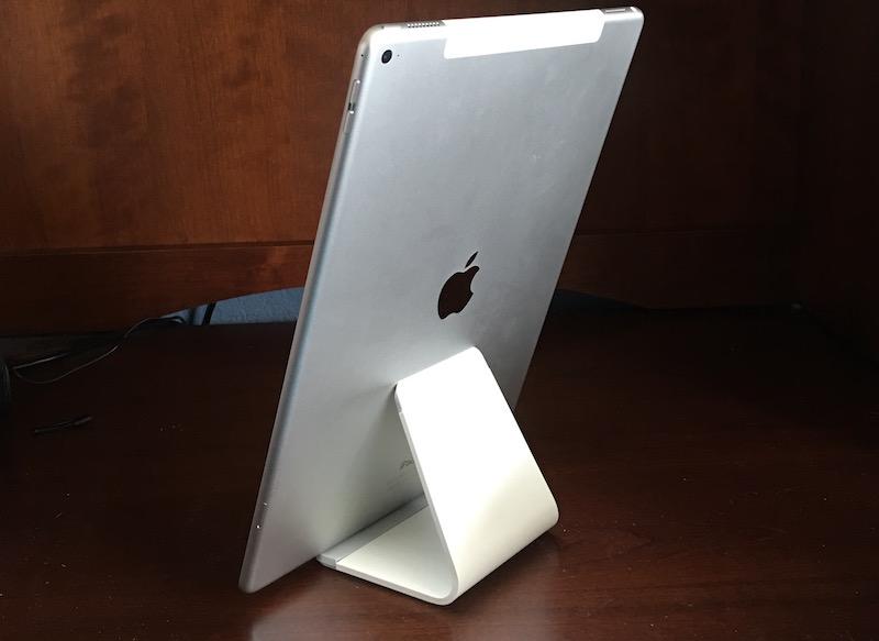 BlueLounge Mika White and iPad Pro. Photo©2015, Steven Sande