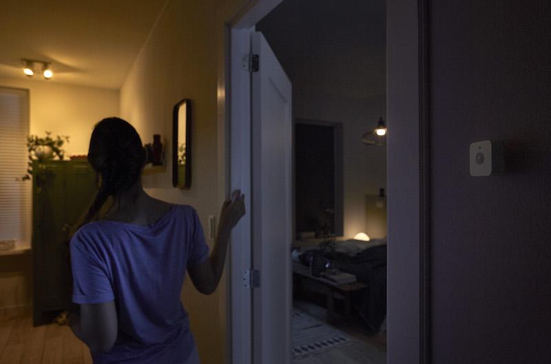 Philips Hue motion sensor_hallway night time.jpg