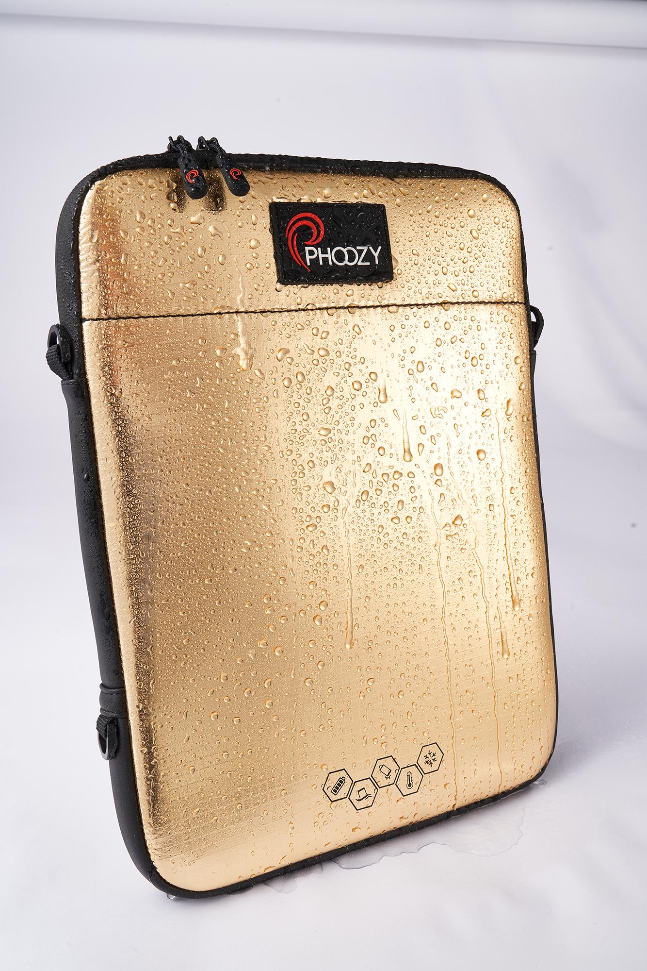 PHOOZY - iPad Capsule Wet.png