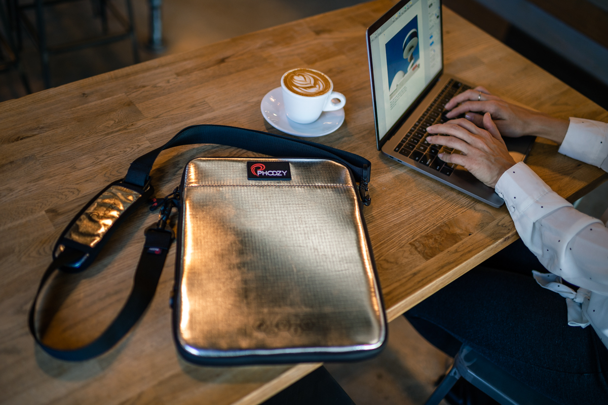 check out c0310 171eb Review: PHOOZY Thermal Capsule for iPad and MacBook offers excellent ...