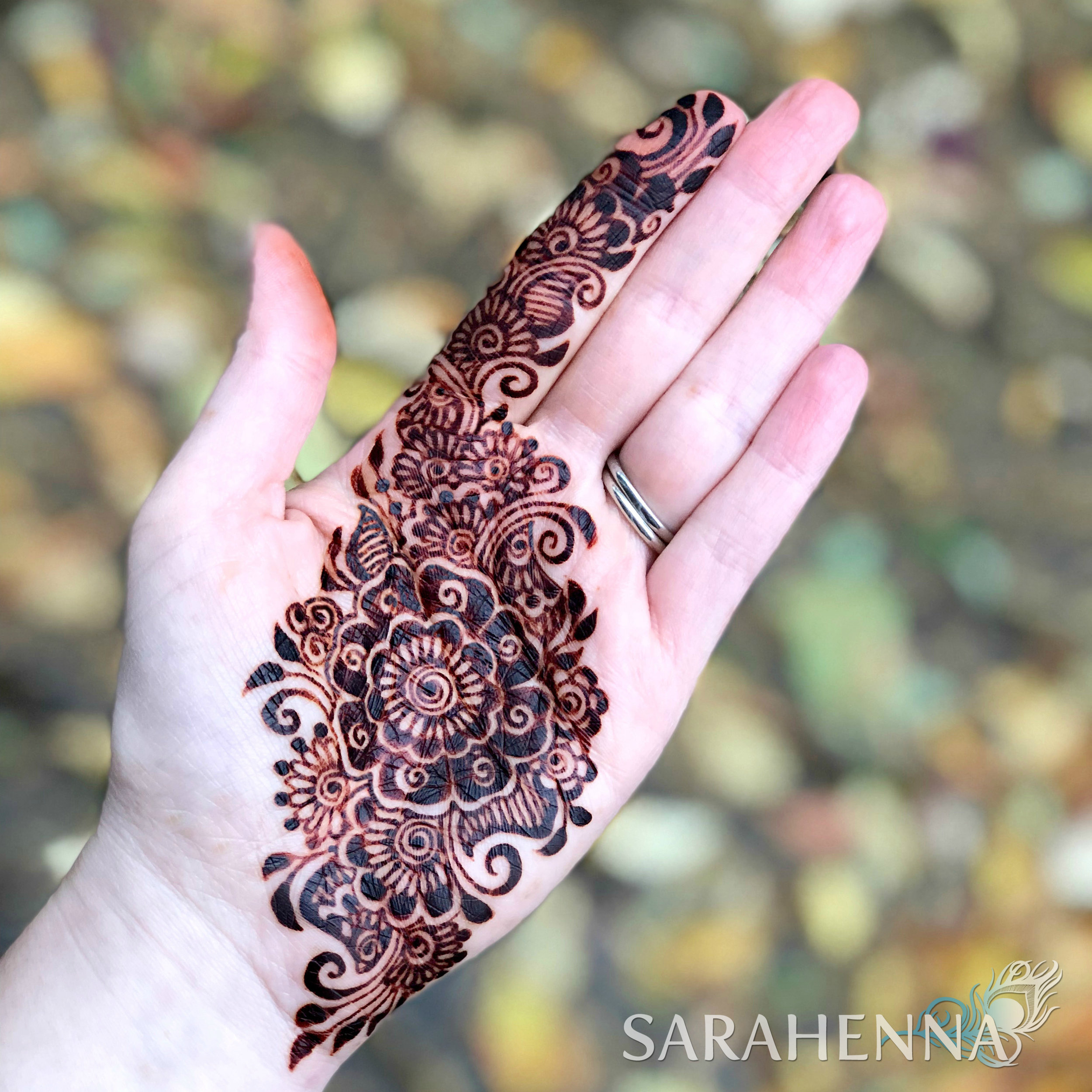You don't need a complicated recipe to get beautiful, dark stains from your henna!