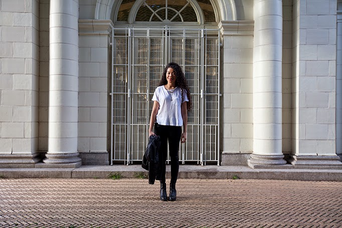 TheStyleBoro_OffDuty_Model_Style_NYC_Fashion_Blog_Edgy_Black_Outfit_bebe_baggu_curlyhair_marinelayer_kendrascott_0004.jpg