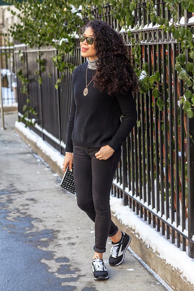 all_black_spring_sneaker_look_outfit_ideas.jpg