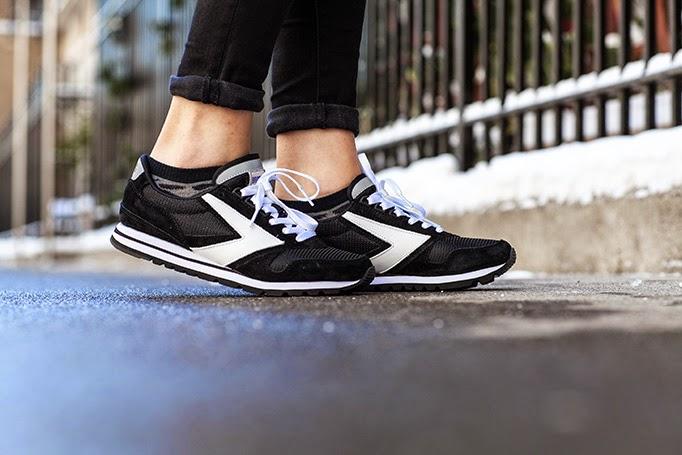 brooks_running_women_chariot_sneakers_heritage_review.jpg