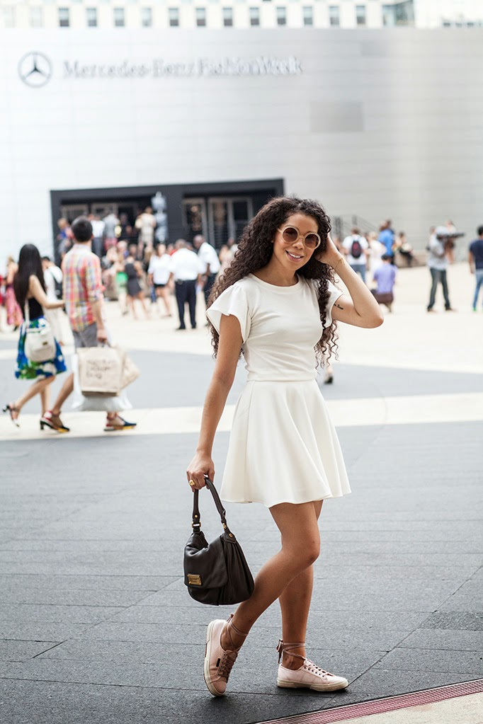 all_white_look_streetstyle_sporty_outfit_NYFW_4.jpg