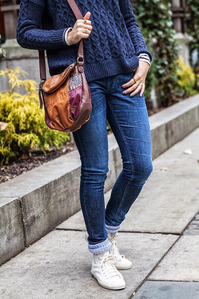 how-to-wear-oversized-sweater.jpg