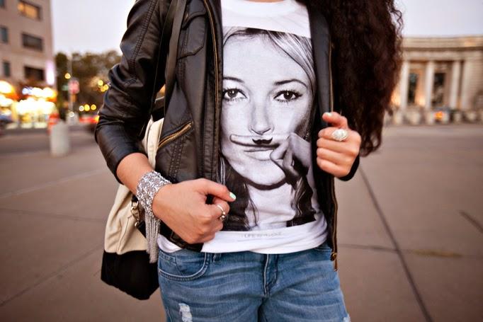 TheStyleBoro_OffDuty_Model_Style_NYC_Fashion_Blog_Outfit_KateMoss_tshirt_ElevenParis_curlyhair_ManhattanBridge_0038.jpg
