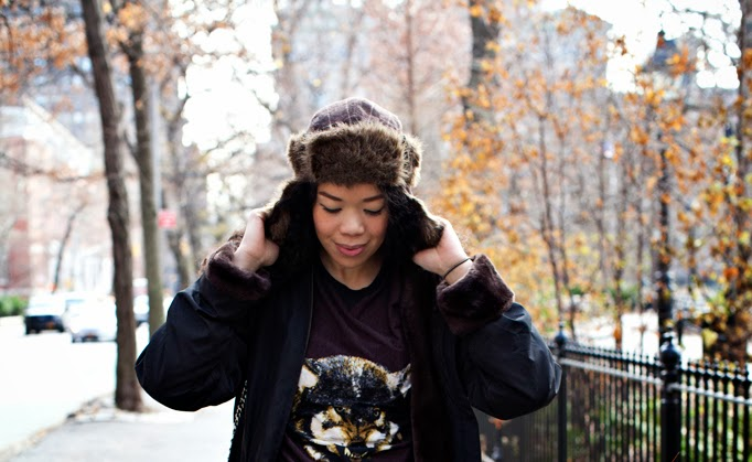 SEXWCANDY_WINTER_FASHION_LYDIAHUDGENS_FLORALS_STUDS_CHARLESHENRY_SWEATER_CROPPED_0001.jpg