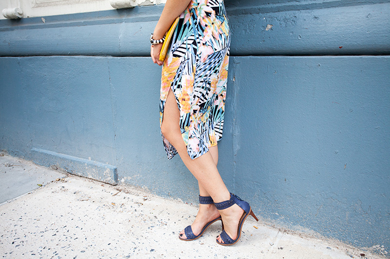 floral_skirt_blue_heels_outfit_ideas.jpg
