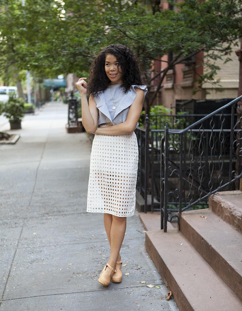 denim_top_lace_skirt_outfit_ideas.jpg