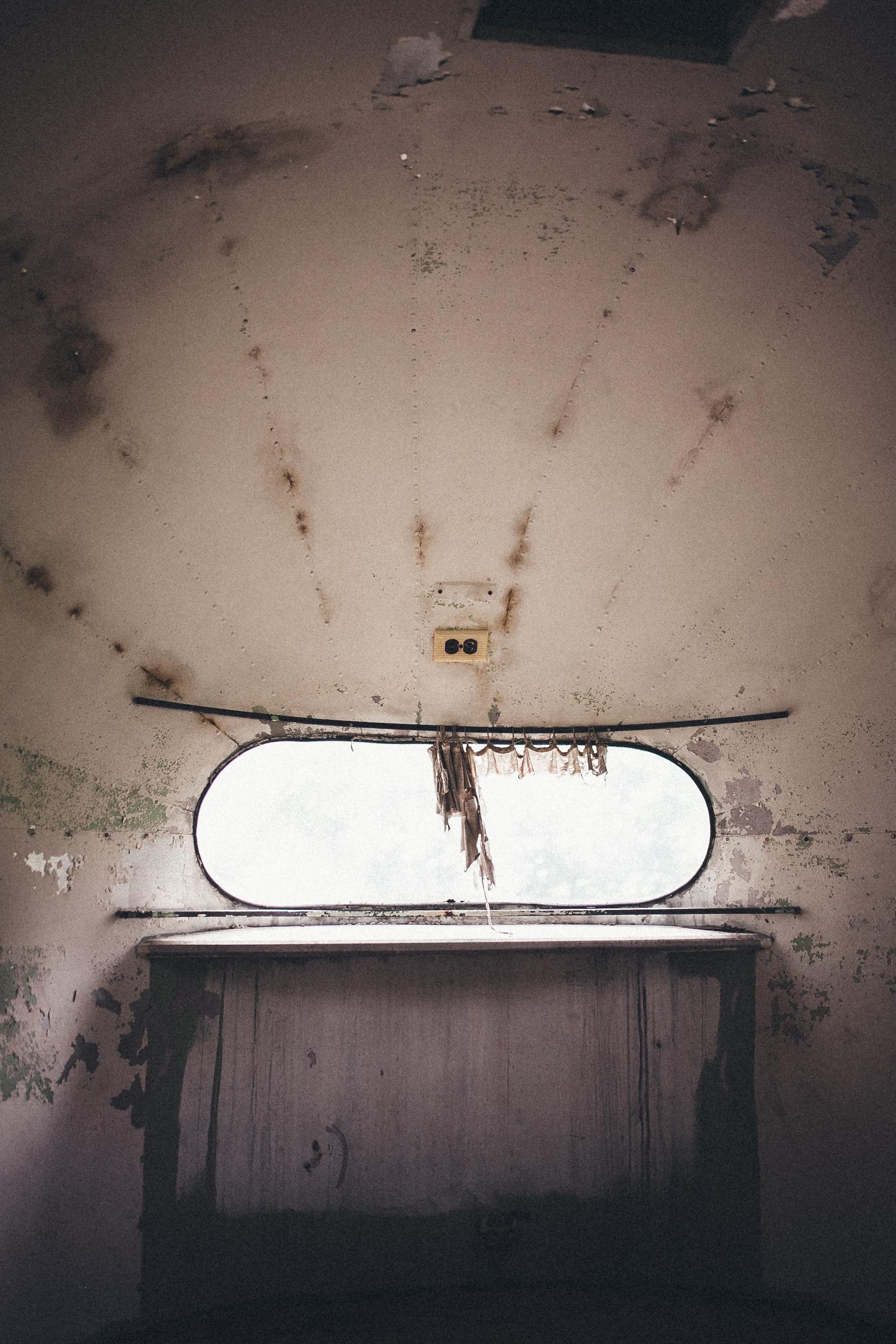 abandoned-airstream-3675.jpg