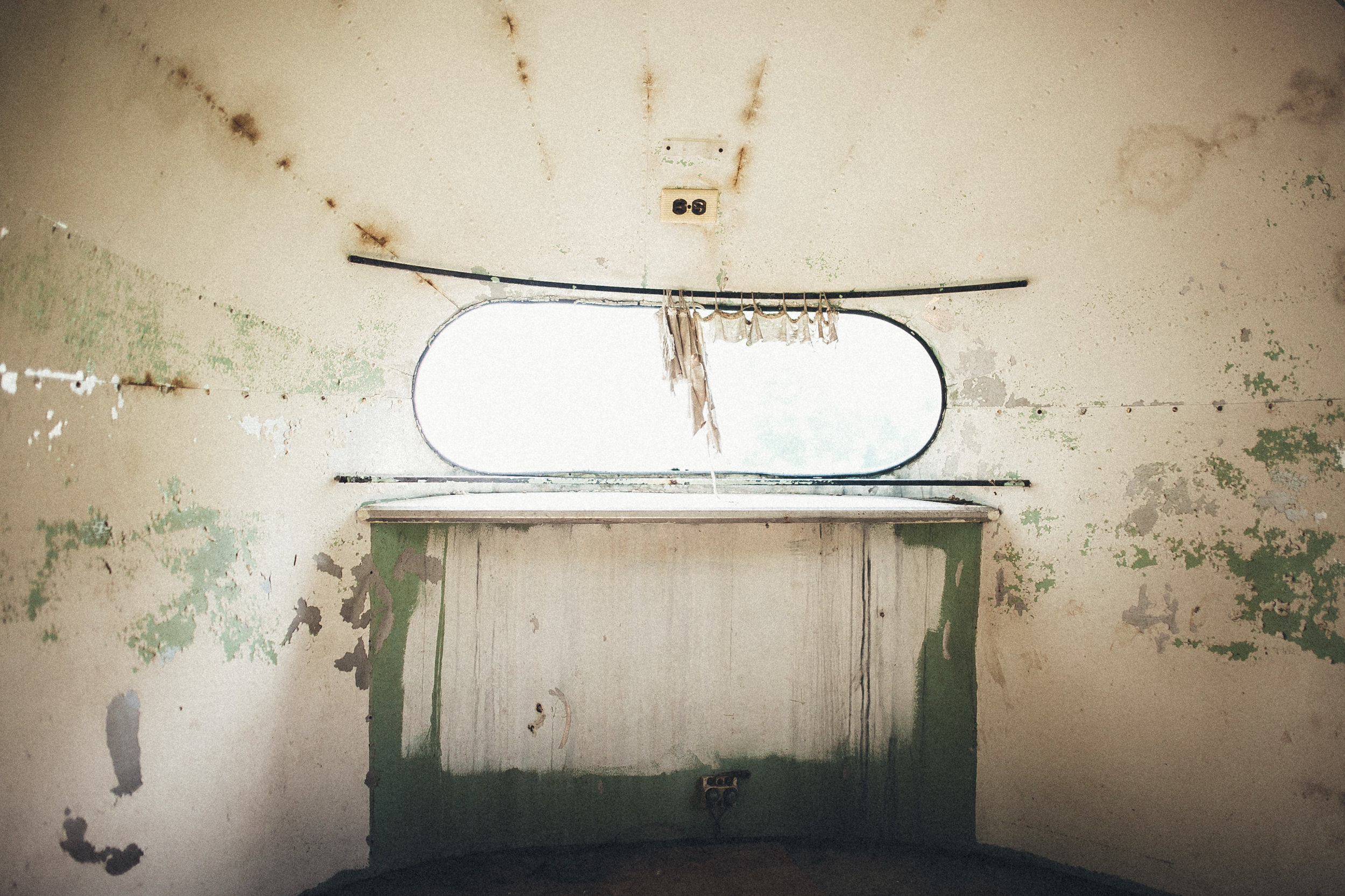 abandoned-airstream-3670.jpg