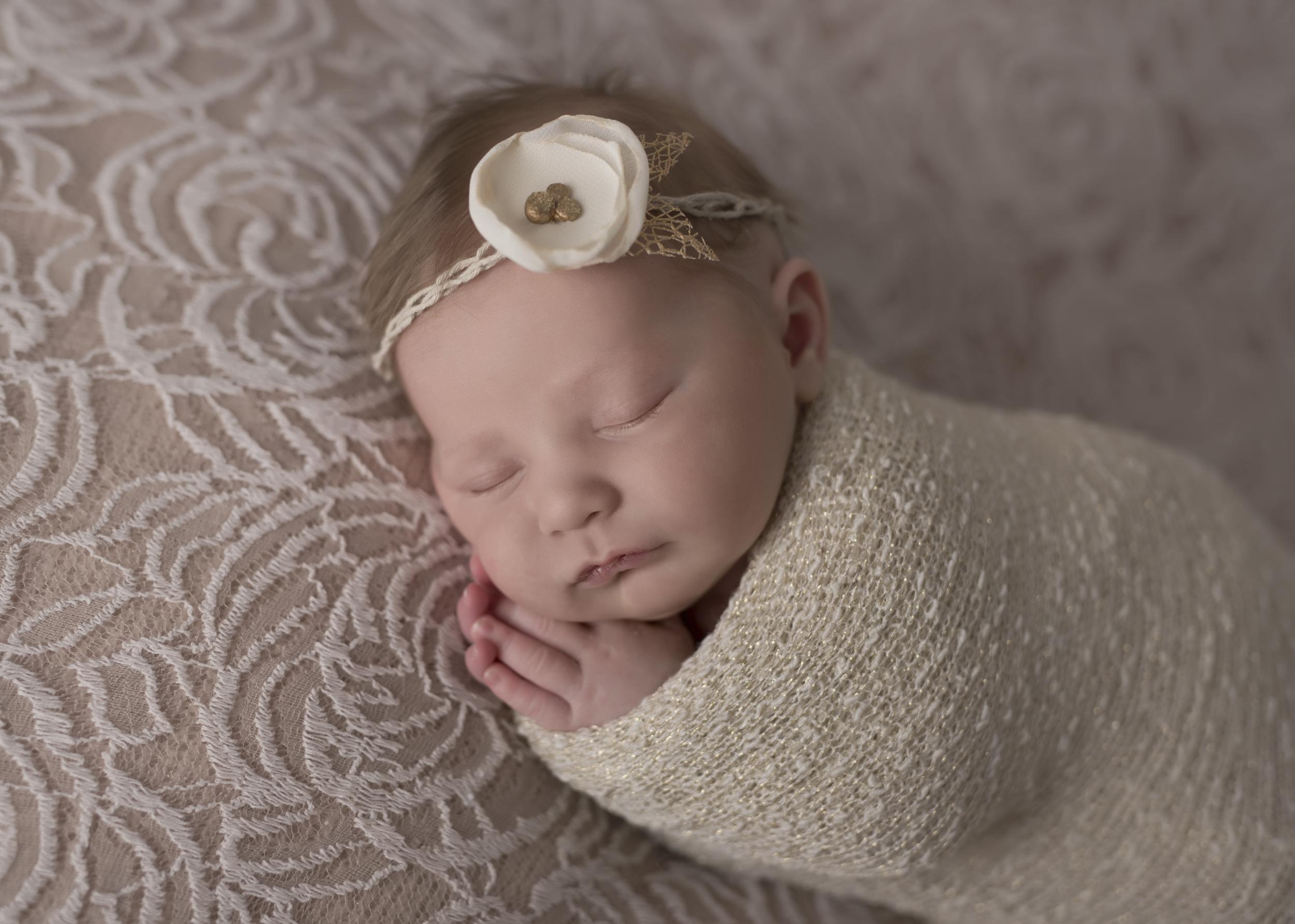 Cora_Newborn_001.jpg