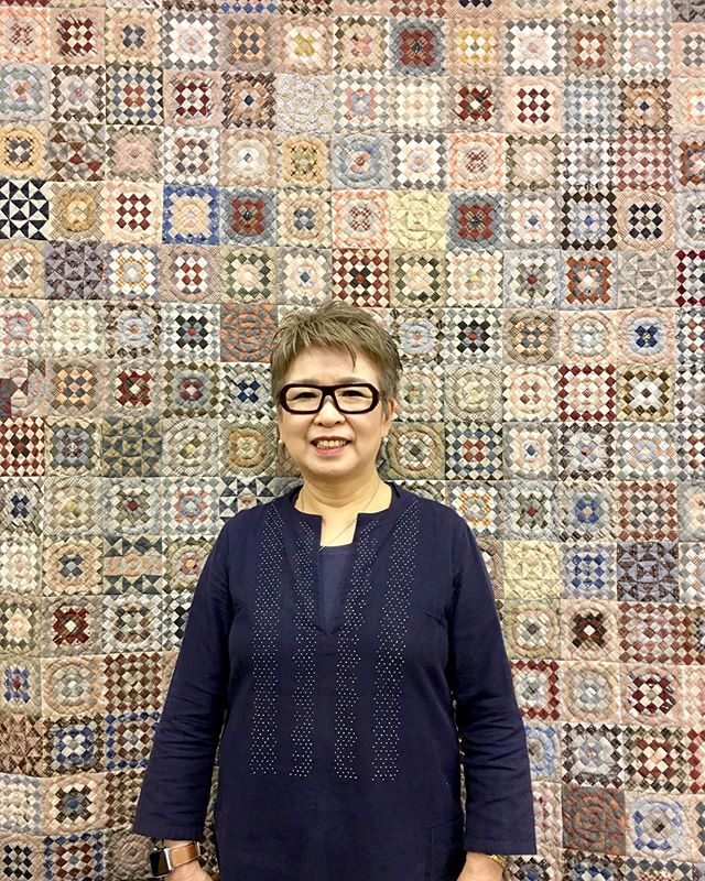 "✨✨ International Quilting Celebrity✨✨ We are so grateful to have been working with Ms. Yoko Saito @yokosaito_quiltparty over a few decades! This fall, we will be releasing the 25th ""Centenary Collection""! Stay tuned for more information. First photo: Saito Sensei is posing in front of her ""Checkerboard Squares"" all hand pieced and quilted amazingness in her shop/school/company, Quilt Party in Ichikawa, Japan. Second photo: At Quilt Market, demonstrating piecing and appliqué techniques in 2017. Thank you so much Saito Sensei! ☺️💖💖💖 #yokosaito #quiltparty #yokosaitopatterns #lecien #lecien_fabrics #lecienfabrics #quilt #checkerboardsquares #centenarycollection #centenaryfabric #taupe #yokosaitobook #martingale #StitchPublications #LecienCosmo"