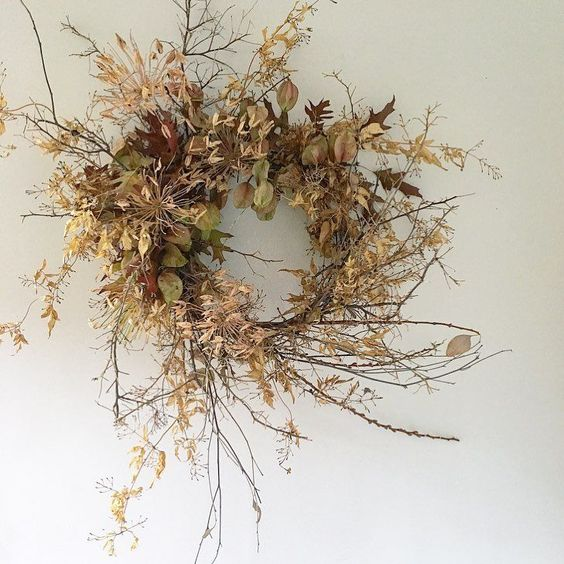 Wreath with a variety of Dried Foliage.  Photo from @ aurasfloras  on Instagram.