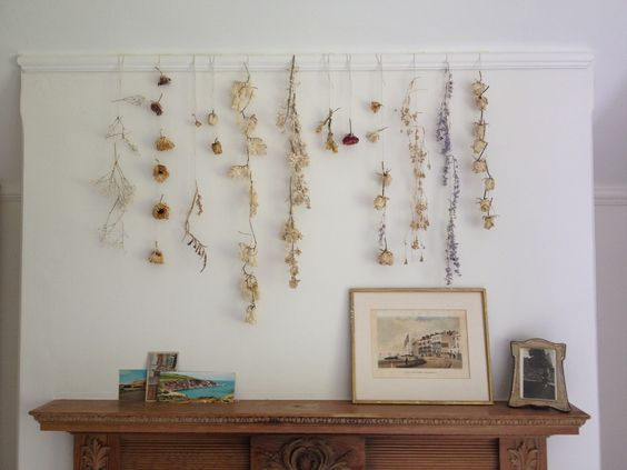 Hanging Display with Dried Flowers.  Photo from  myamazingthings.com .