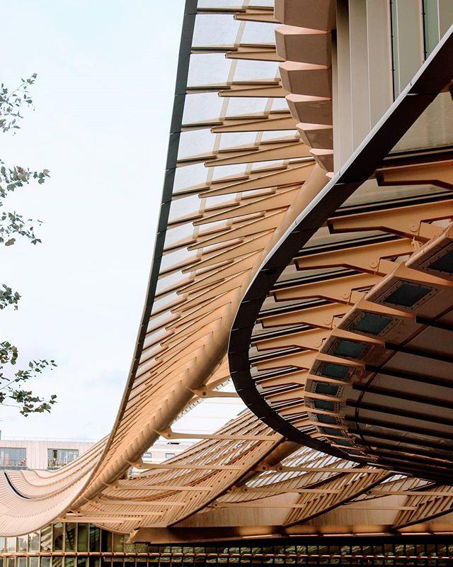 Wavy woo woo . . . . . #architecture #curves #lines #structure #postmodern #Paris #forumdeshalles #travel
