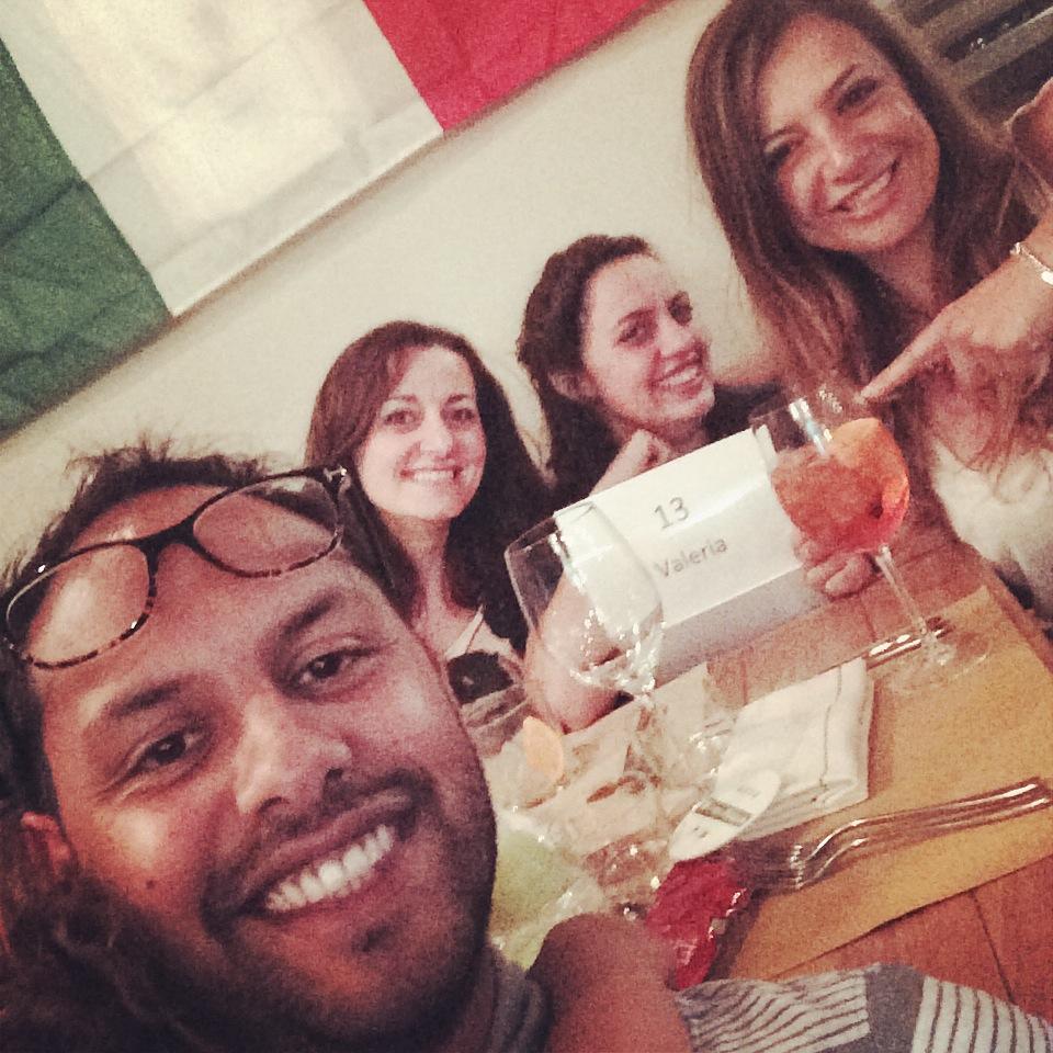 Spritz aspettando la partita dell'Italia ai Mondiali del 2014 in un bar di Londra