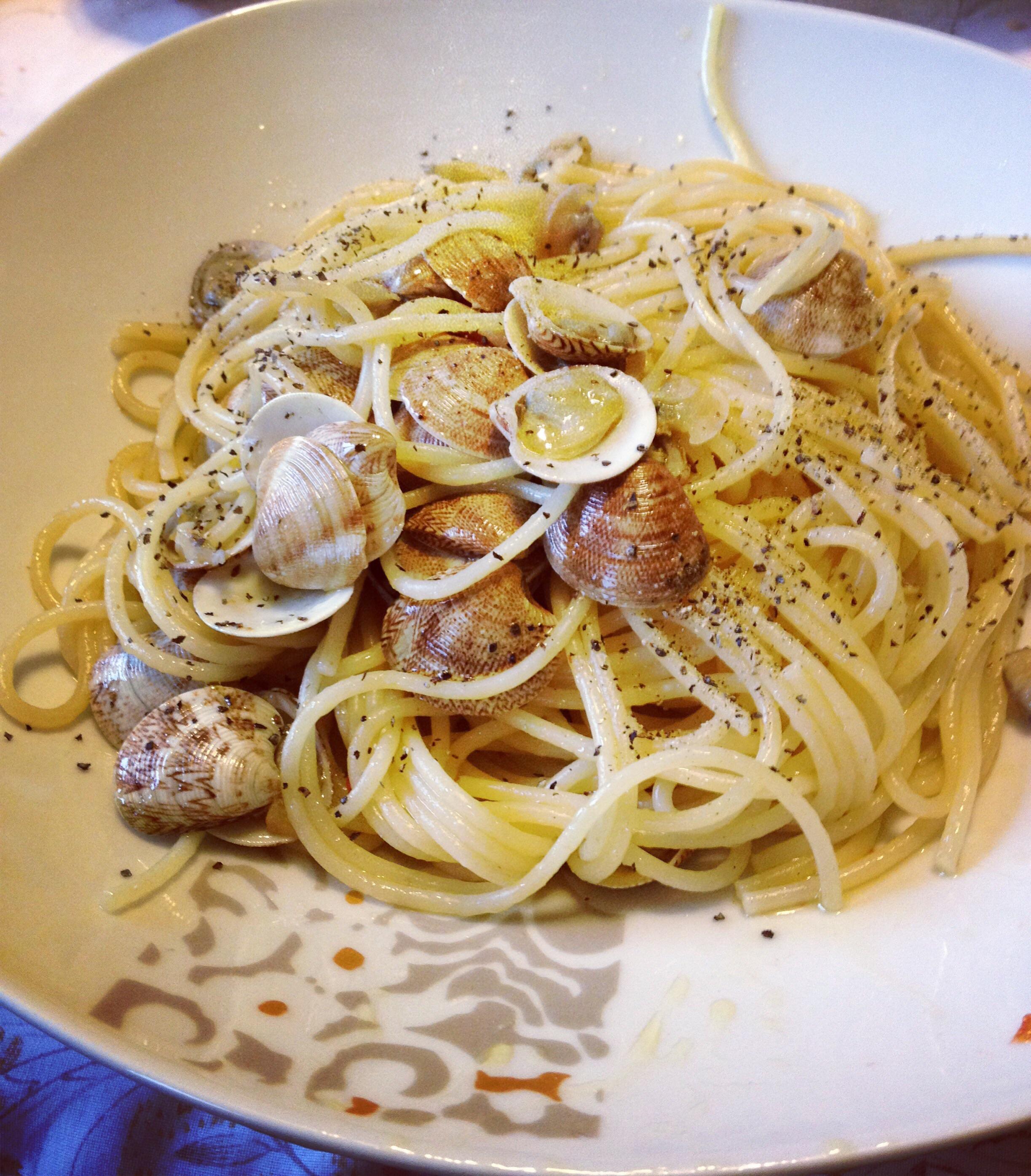 Lo spaghetto con le vongole bianco