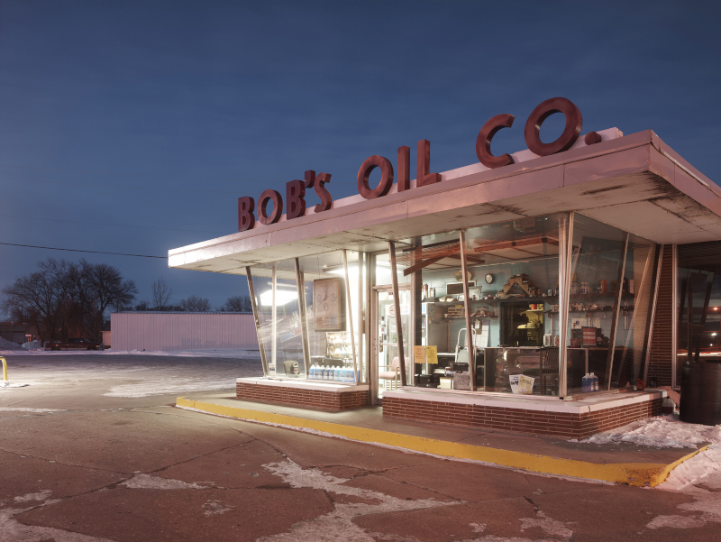 BOB'S OIL, GRAND FORKS, NORTH DAKOTA  ARCHIVAL PIGMENT PRINT  ED.: 9  113.5 x 144.5 CM / 44 2/3 x 57 IN