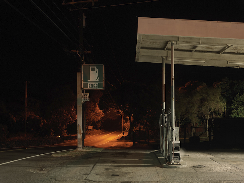 GAS STATION, BIG ISLAND, HAWAII  ARCHIVAL PIGMENT PRINT  ED.: 9  113.5 x 144.5 CM / 44 2/3 x 57 IN