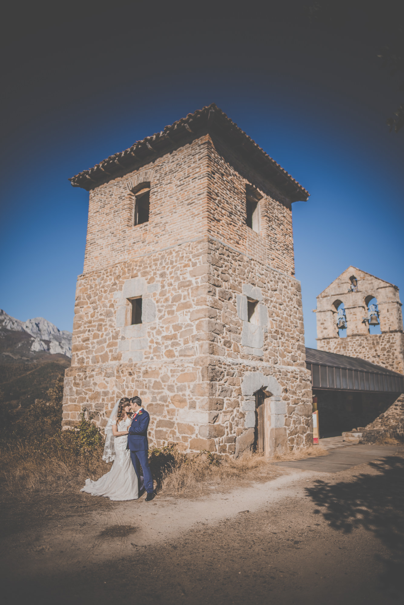 Amy-and-Andres-destination-wedding-in-Potes-Spain-Manu-Mendoza-Wedding-Photography-440.jpg