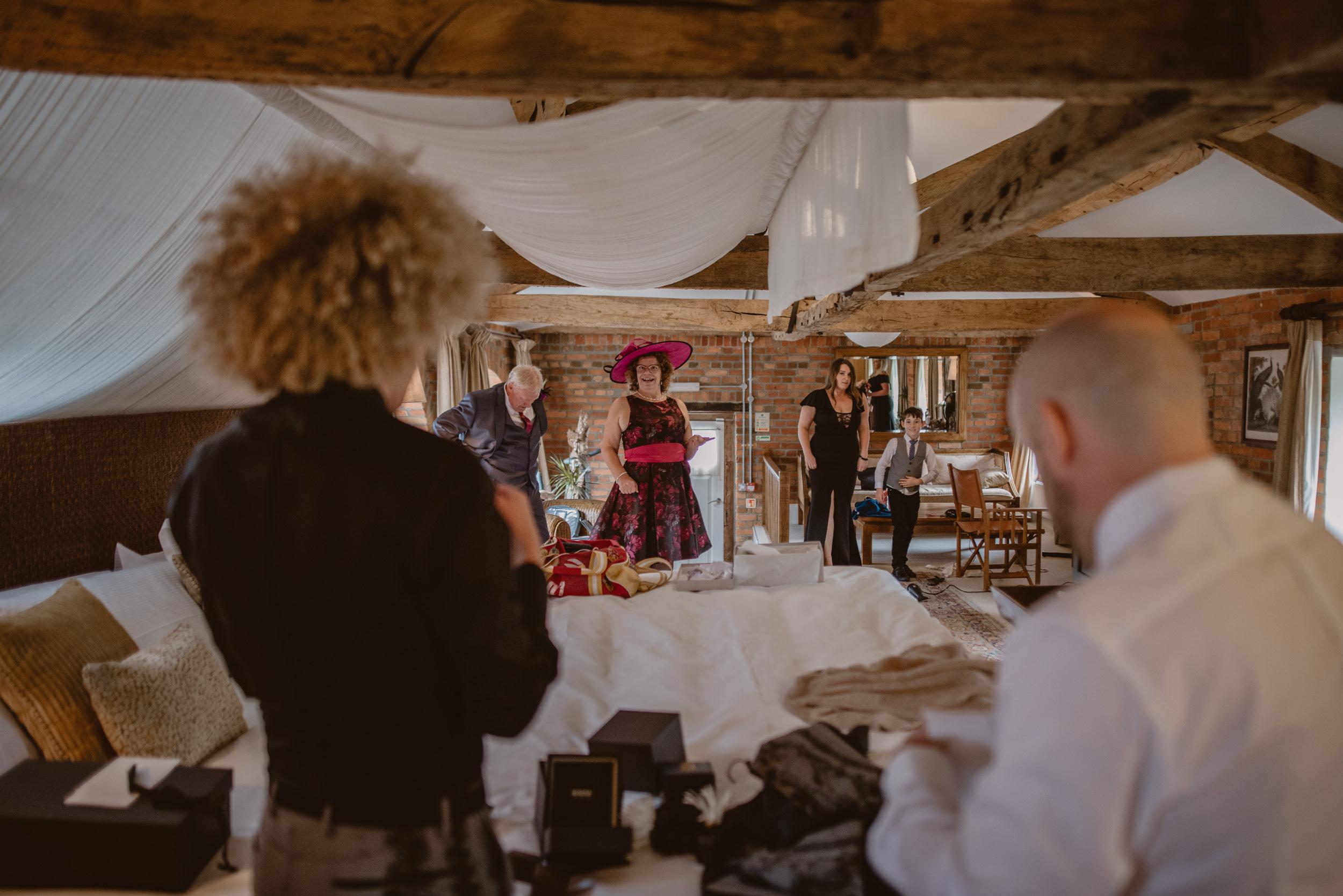 Barry-and-Chaz-wedding-Wasing-Park-Berkshire-Manu-Mendoza-Wedding-Photography-140.jpg
