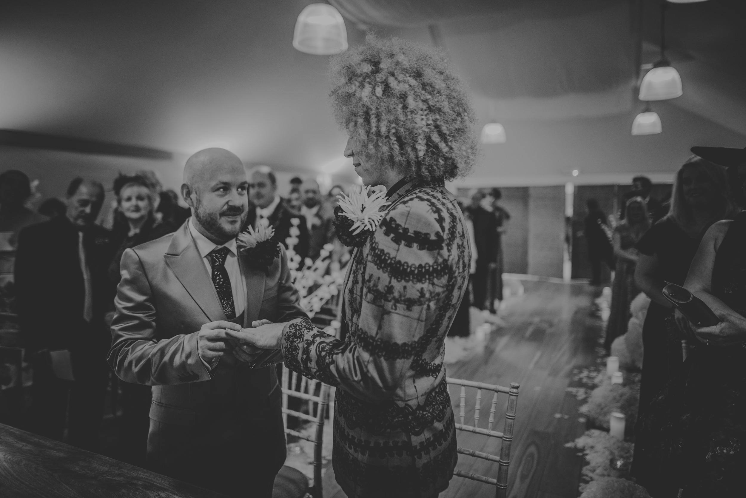 Barry-and-Chaz-wedding-Wasing-Park-Berkshire-Manu-Mendoza-Wedding-Photography-192.jpg