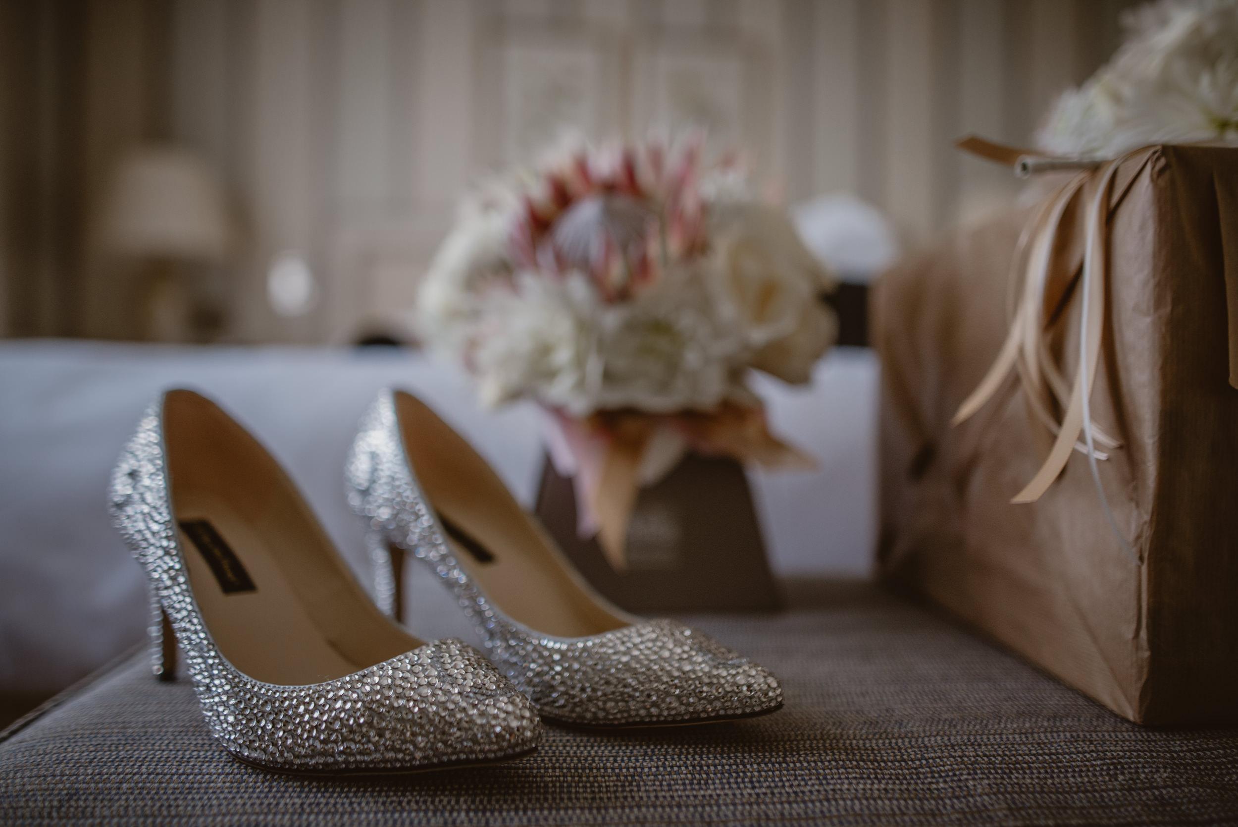 Trisha-and-Roger-wedding-The-Priory-Church-and-Chewton-Glen-Hotel-Christchurch-Manu-Mendoza-Wedding-Photography-017.jpg