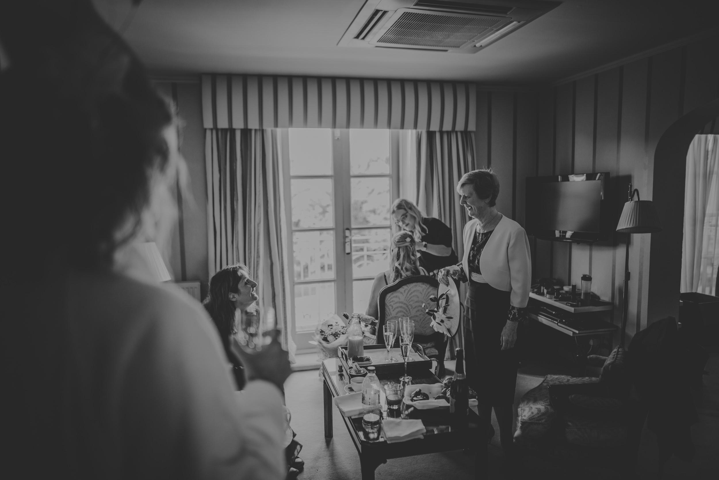 Trisha-and-Roger-wedding-The-Priory-Church-and-Chewton-Glen-Hotel-Christchurch-Manu-Mendoza-Wedding-Photography-023.jpg