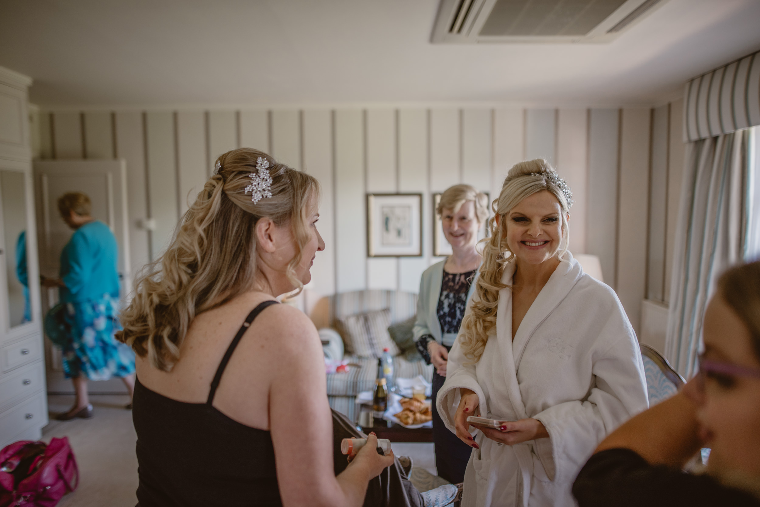 Trisha-and-Roger-wedding-The-Priory-Church-and-Chewton-Glen-Hotel-Christchurch-Manu-Mendoza-Wedding-Photography-029.jpg