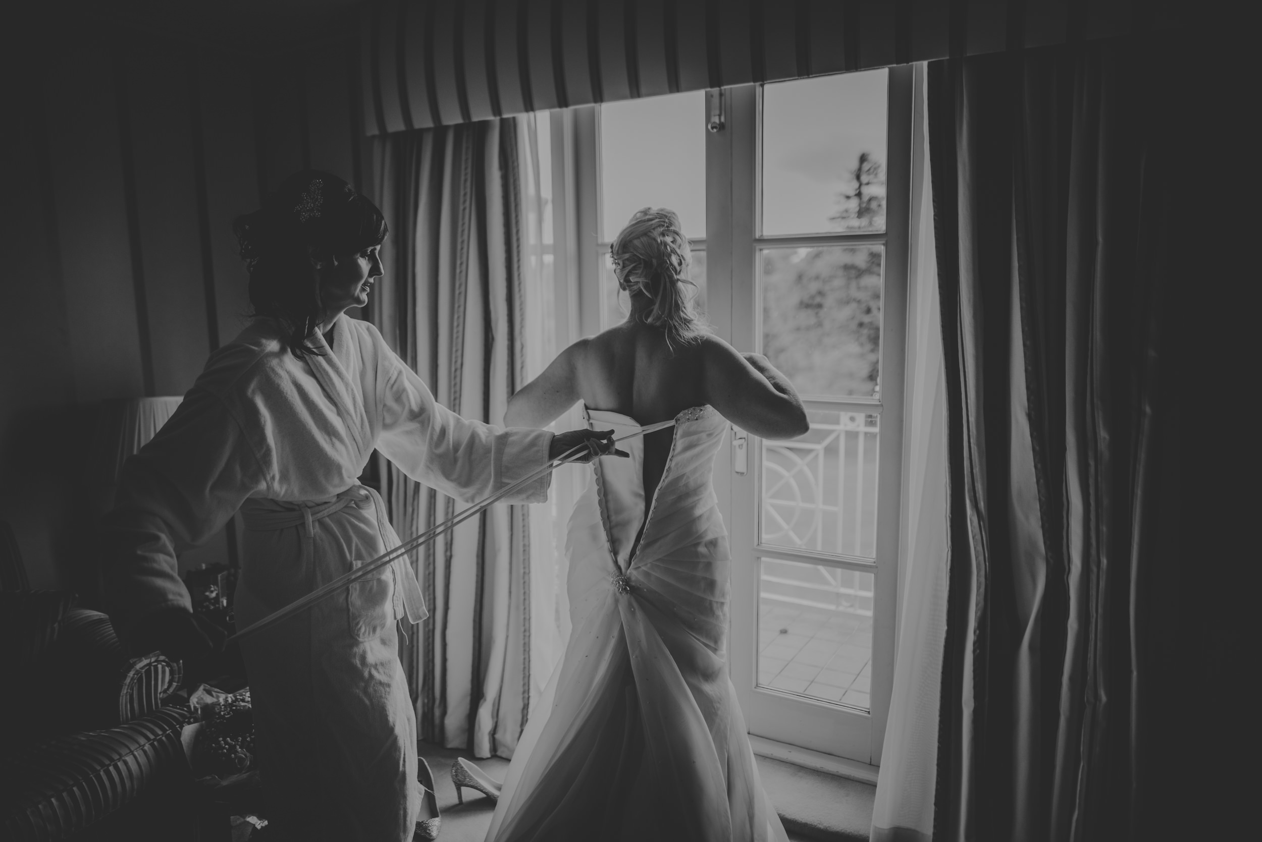 Trisha-and-Roger-wedding-The-Priory-Church-and-Chewton-Glen-Hotel-Christchurch-Manu-Mendoza-Wedding-Photography-039.jpg