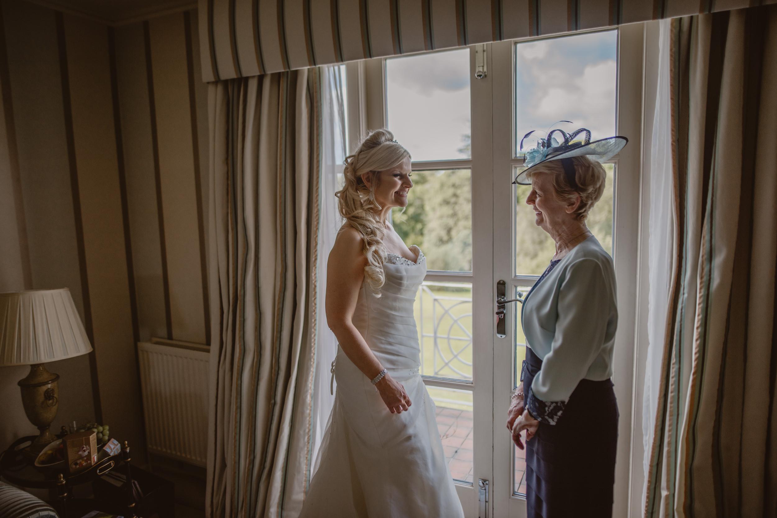 Trisha-and-Roger-wedding-The-Priory-Church-and-Chewton-Glen-Hotel-Christchurch-Manu-Mendoza-Wedding-Photography-073.jpg