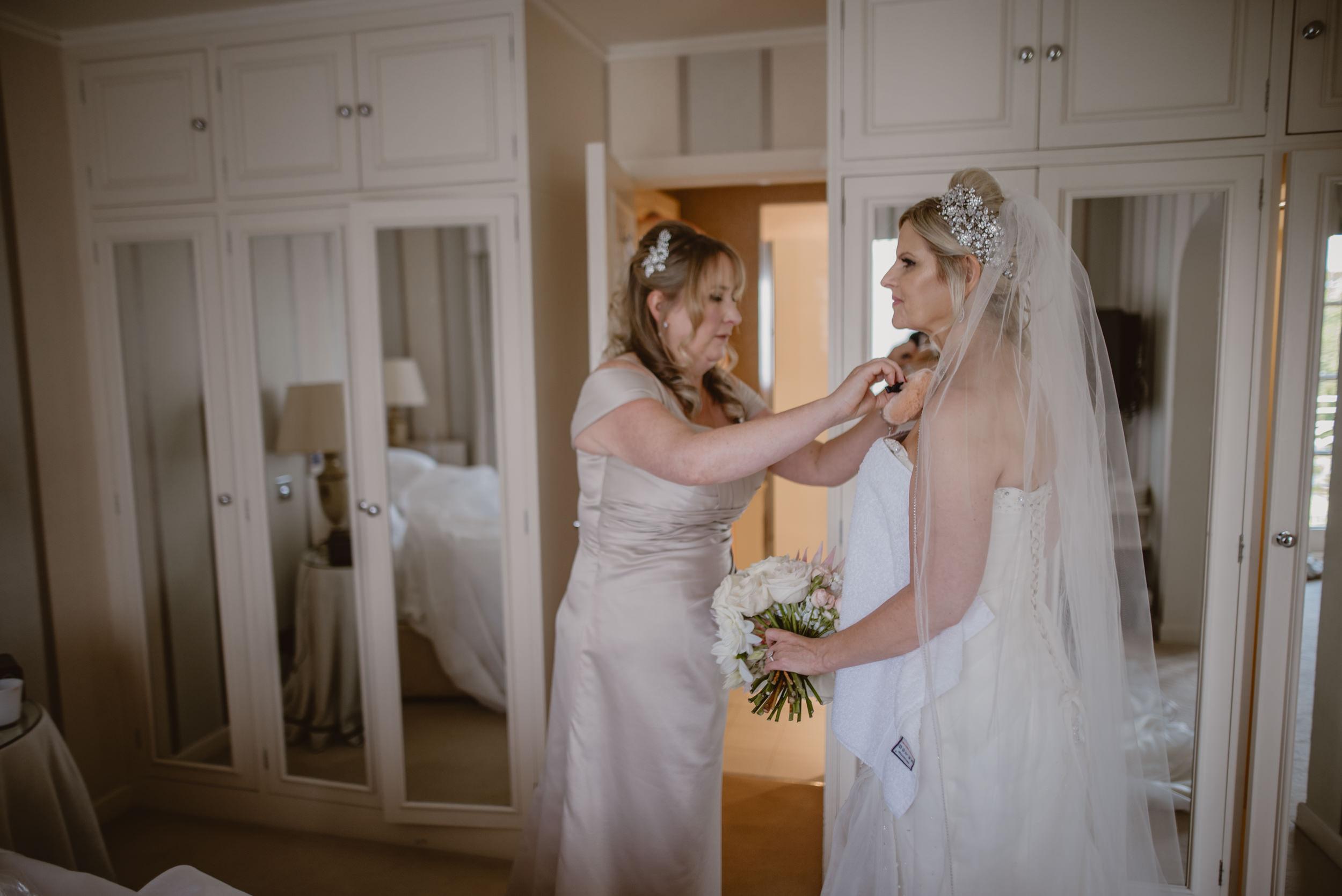 Trisha-and-Roger-wedding-The-Priory-Church-and-Chewton-Glen-Hotel-Christchurch-Manu-Mendoza-Wedding-Photography-084.jpg