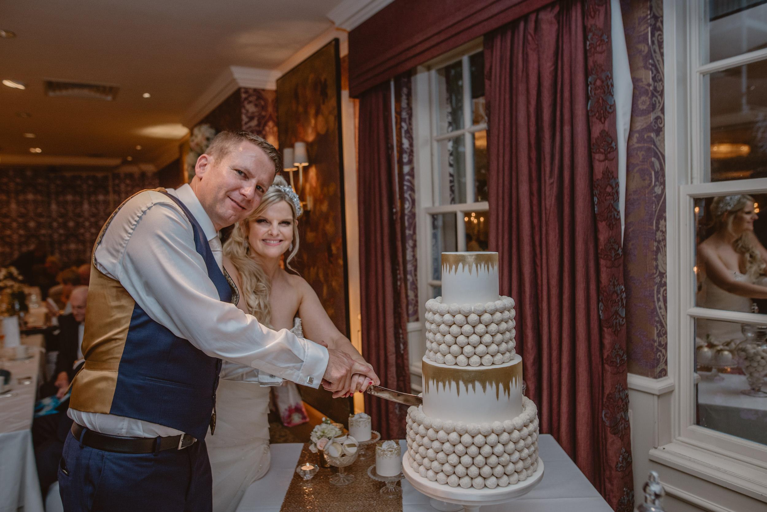 Trisha-and-Roger-wedding-The-Priory-Church-and-Chewton-Glen-Hotel-Christchurch-Manu-Mendoza-Wedding-Photography-476.jpg