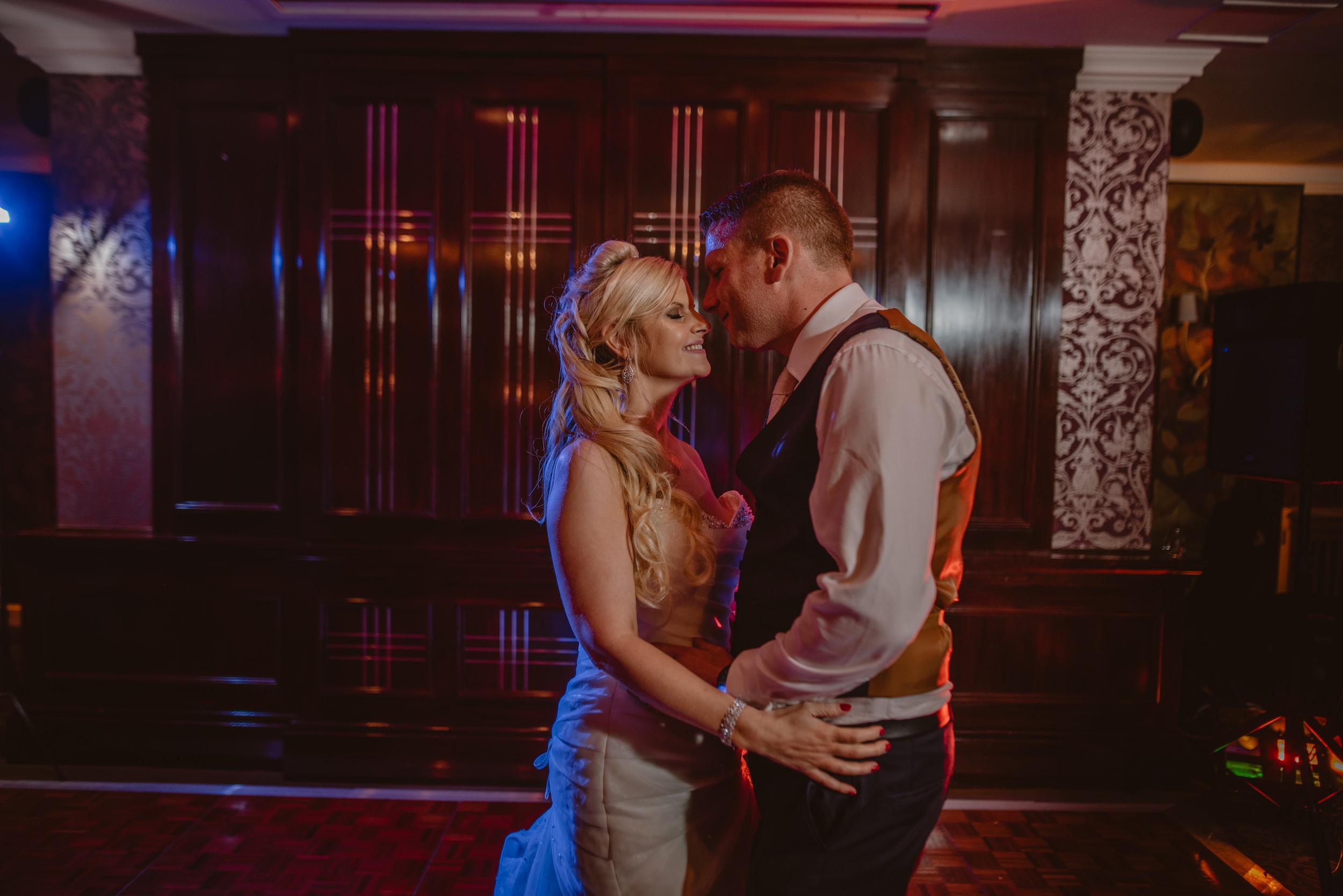 Trisha-and-Roger-wedding-The-Priory-Church-and-Chewton-Glen-Hotel-Christchurch-Manu-Mendoza-Wedding-Photography-499.jpg