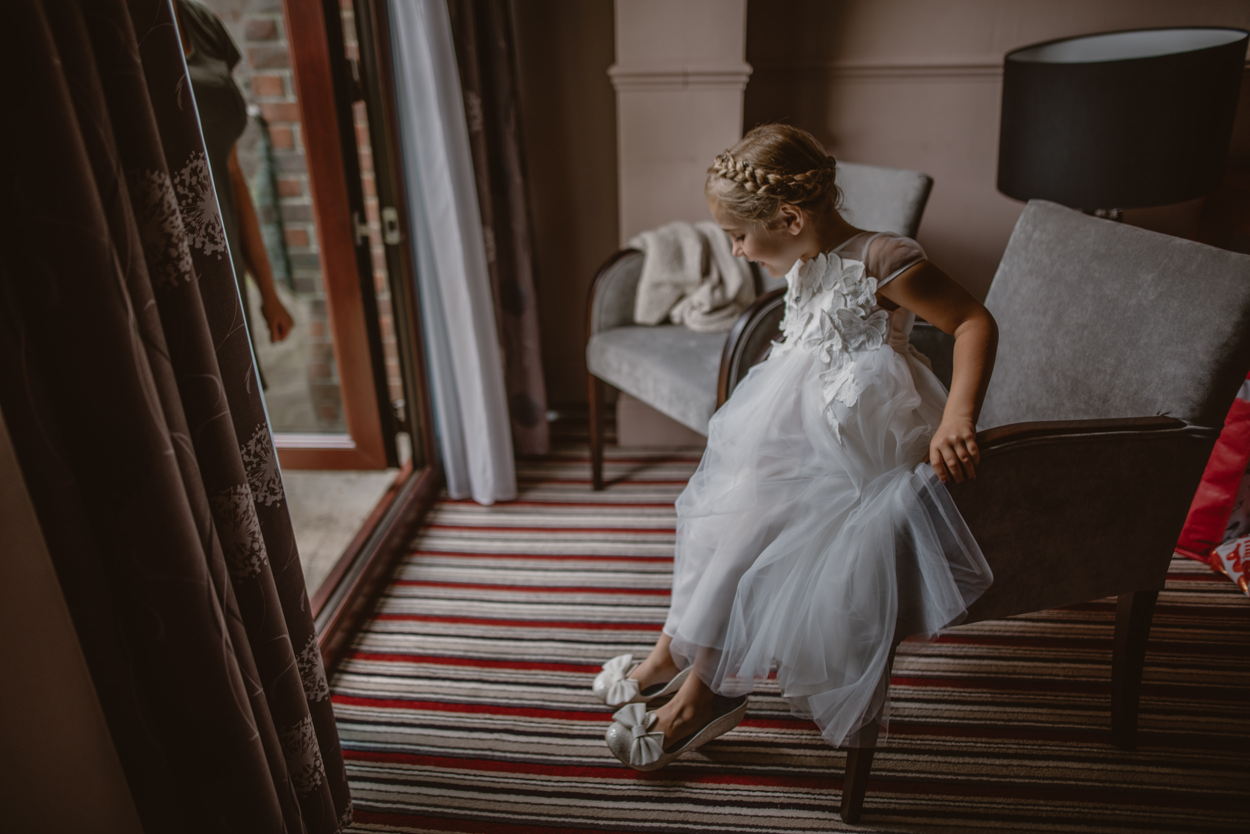 Chantelle-and-Stephen-Old-Thorns-Hotel-Wedding-Liphook-Manu-Mendoza-Wedding-Photography-114.jpg