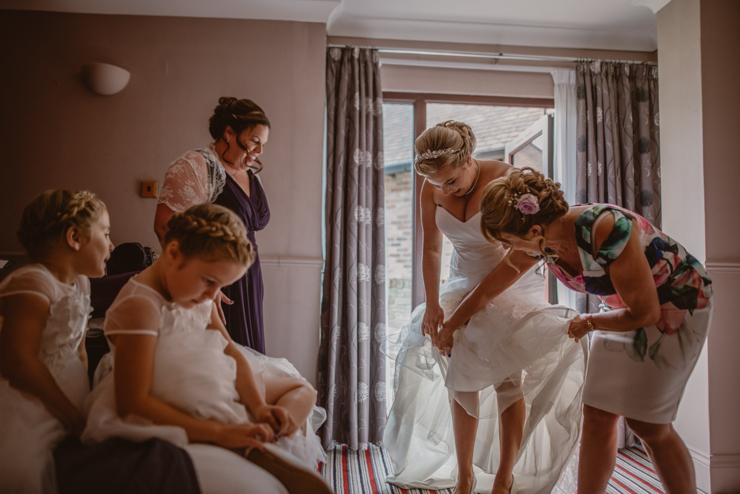 Chantelle-and-Stephen-Old-Thorns-Hotel-Wedding-Liphook-Manu-Mendoza-Wedding-Photography-127.jpg