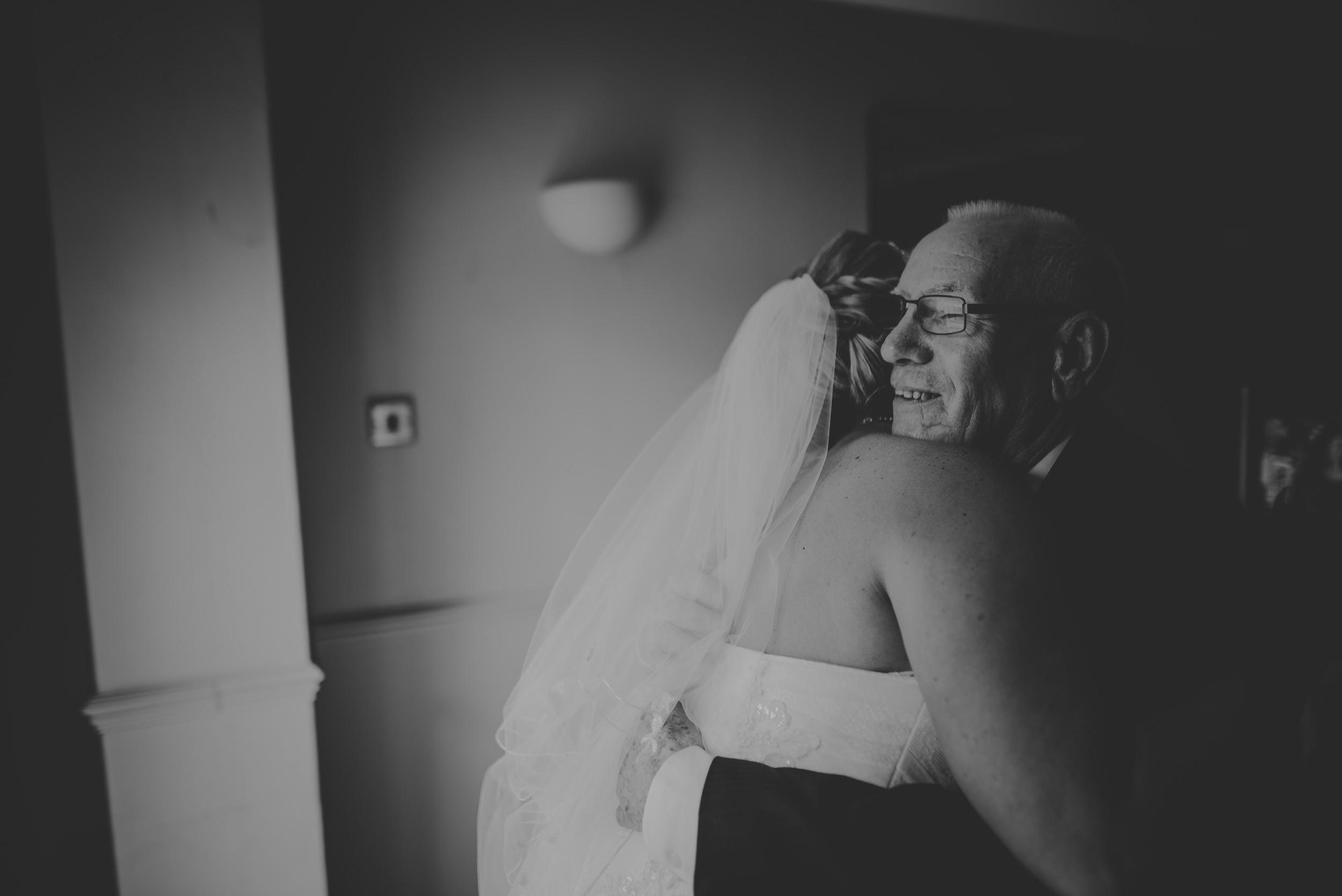 Chantelle-and-Stephen-Old-Thorns-Hotel-Wedding-Liphook-Manu-Mendoza-Wedding-Photography-142.jpg