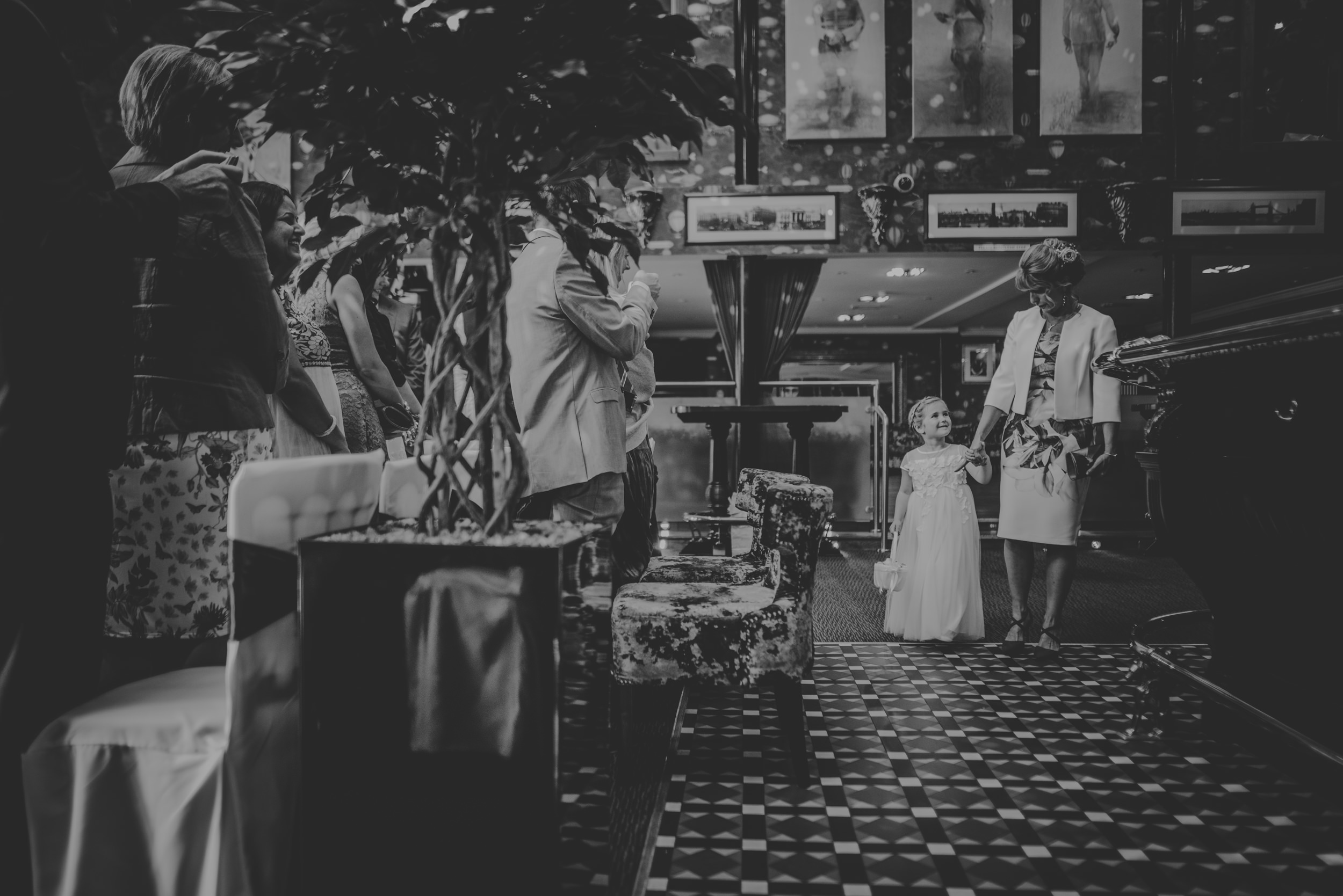 Chantelle-and-Stephen-Old-Thorns-Hotel-Wedding-Liphook-Manu-Mendoza-Wedding-Photography-166.jpg