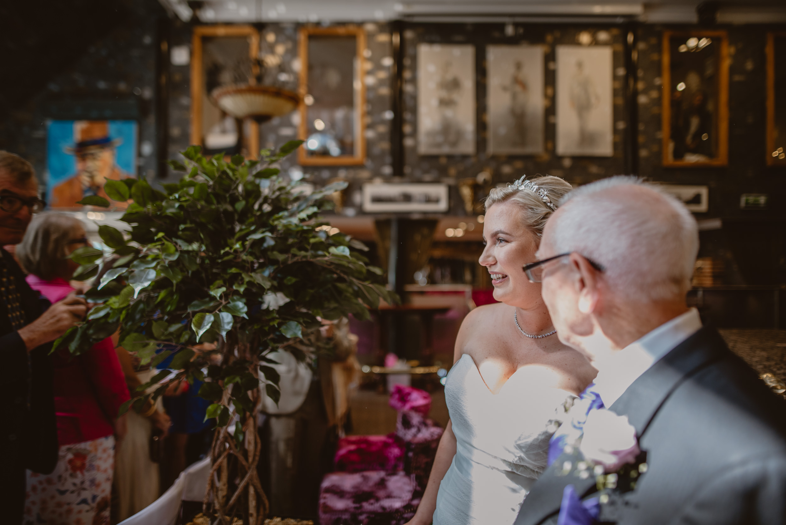 Chantelle-and-Stephen-Old-Thorns-Hotel-Wedding-Liphook-Manu-Mendoza-Wedding-Photography-178.jpg