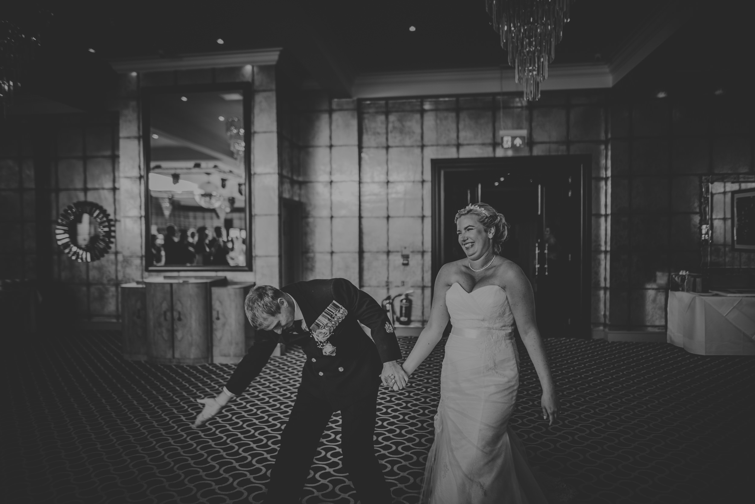 Chantelle-and-Stephen-Old-Thorns-Hotel-Wedding-Liphook-Manu-Mendoza-Wedding-Photography-342.jpg