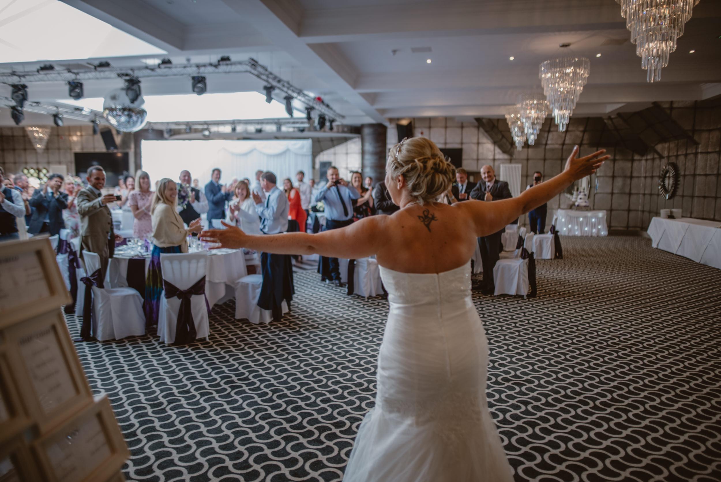 Chantelle-and-Stephen-Old-Thorns-Hotel-Wedding-Liphook-Manu-Mendoza-Wedding-Photography-343.jpg