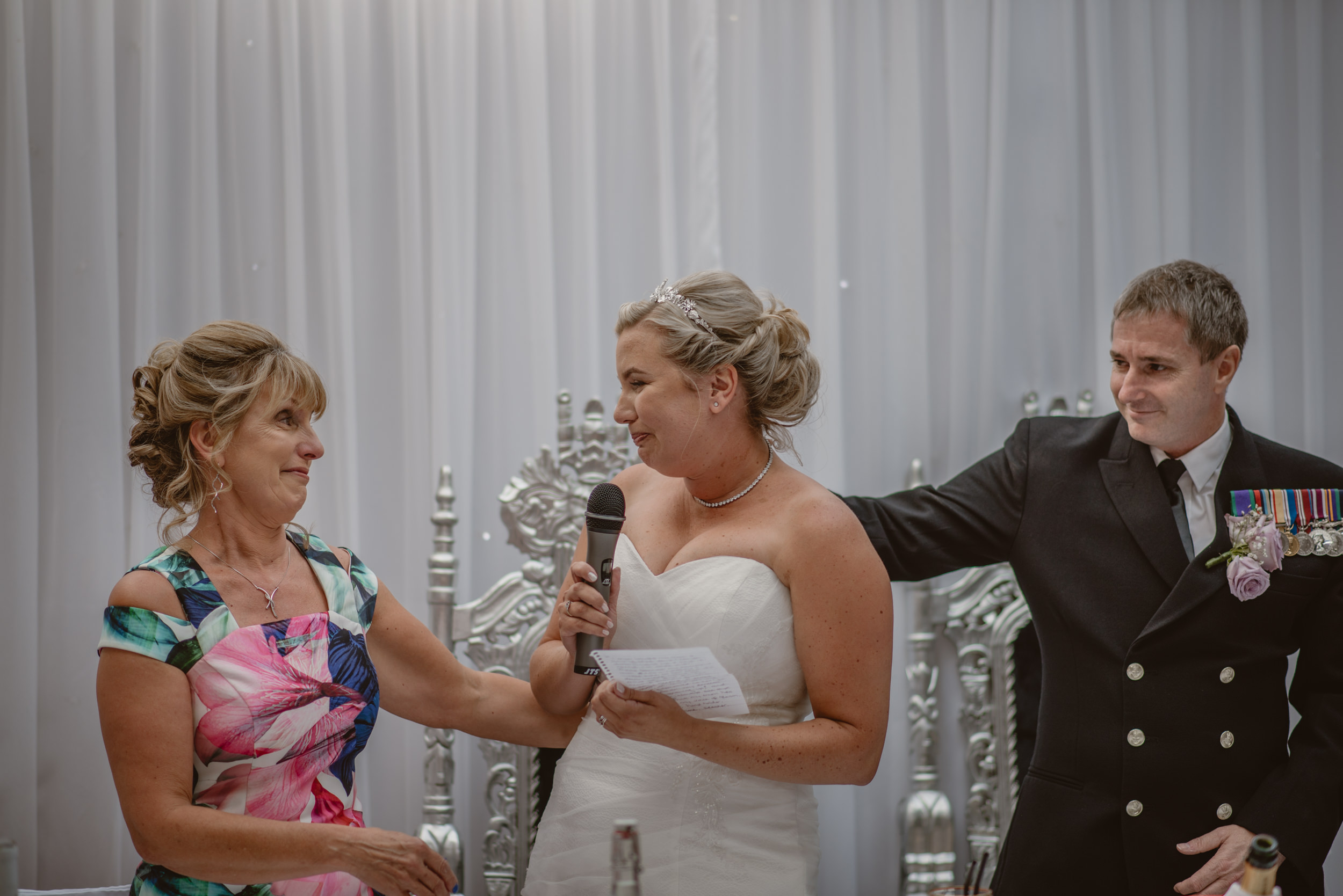 Chantelle-and-Stephen-Old-Thorns-Hotel-Wedding-Liphook-Manu-Mendoza-Wedding-Photography-397.jpg