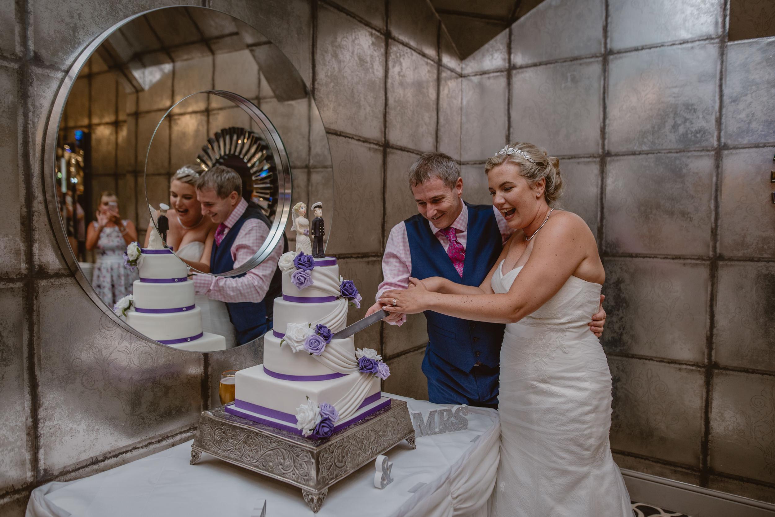 Chantelle-and-Stephen-Old-Thorns-Hotel-Wedding-Liphook-Manu-Mendoza-Wedding-Photography-529.jpg