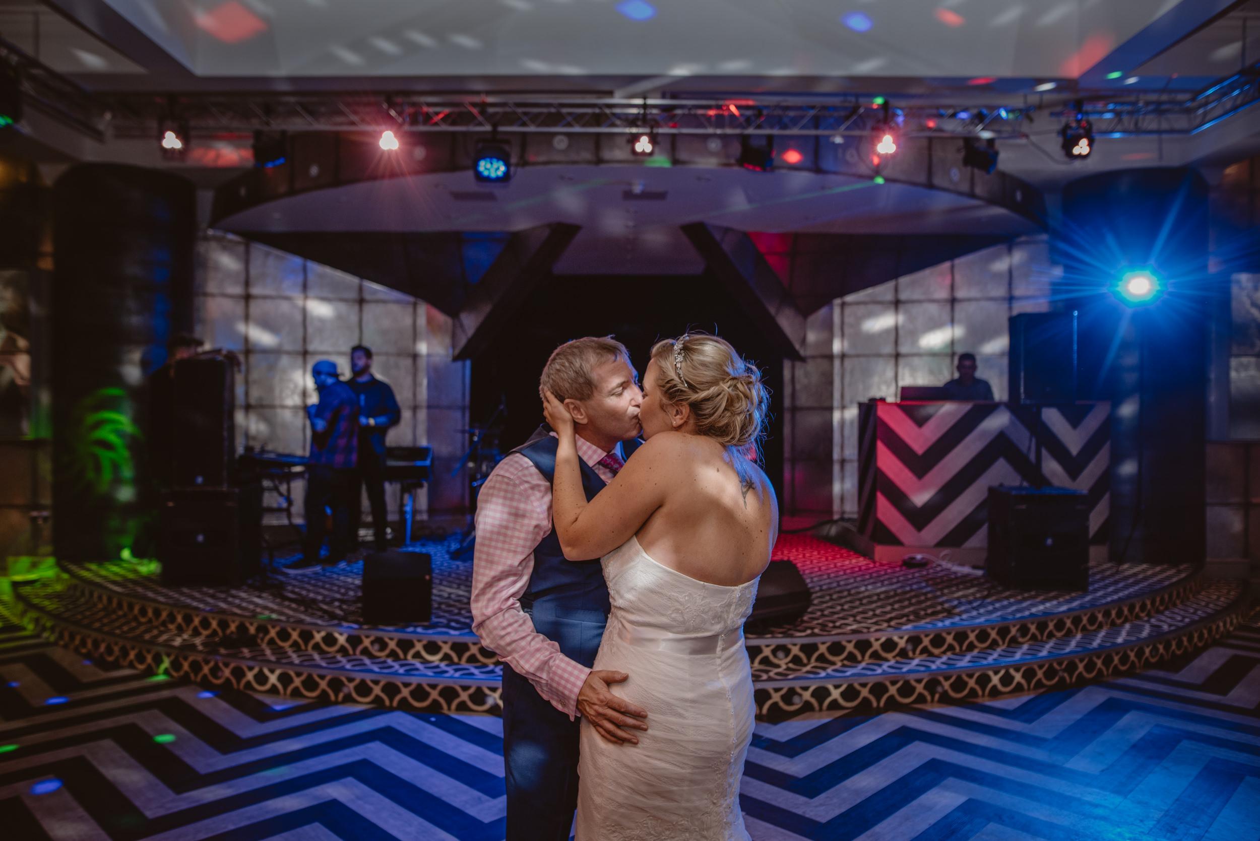 Chantelle-and-Stephen-Old-Thorns-Hotel-Wedding-Liphook-Manu-Mendoza-Wedding-Photography-536.jpg
