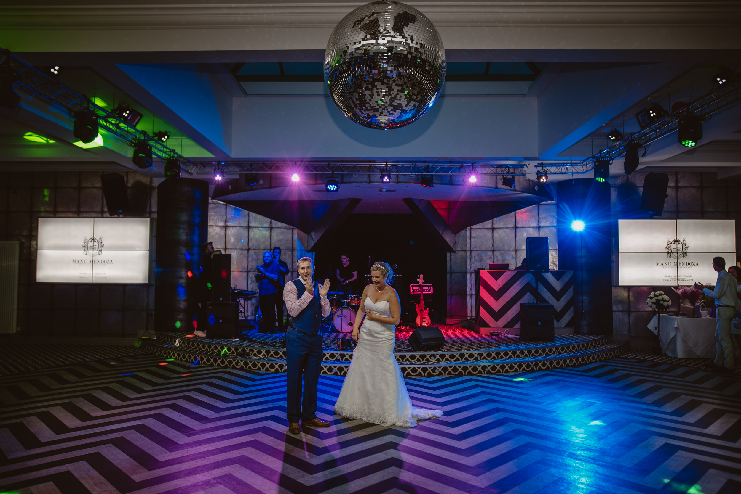Chantelle-and-Stephen-Old-Thorns-Hotel-Wedding-Liphook-Manu-Mendoza-Wedding-Photography-553.jpg