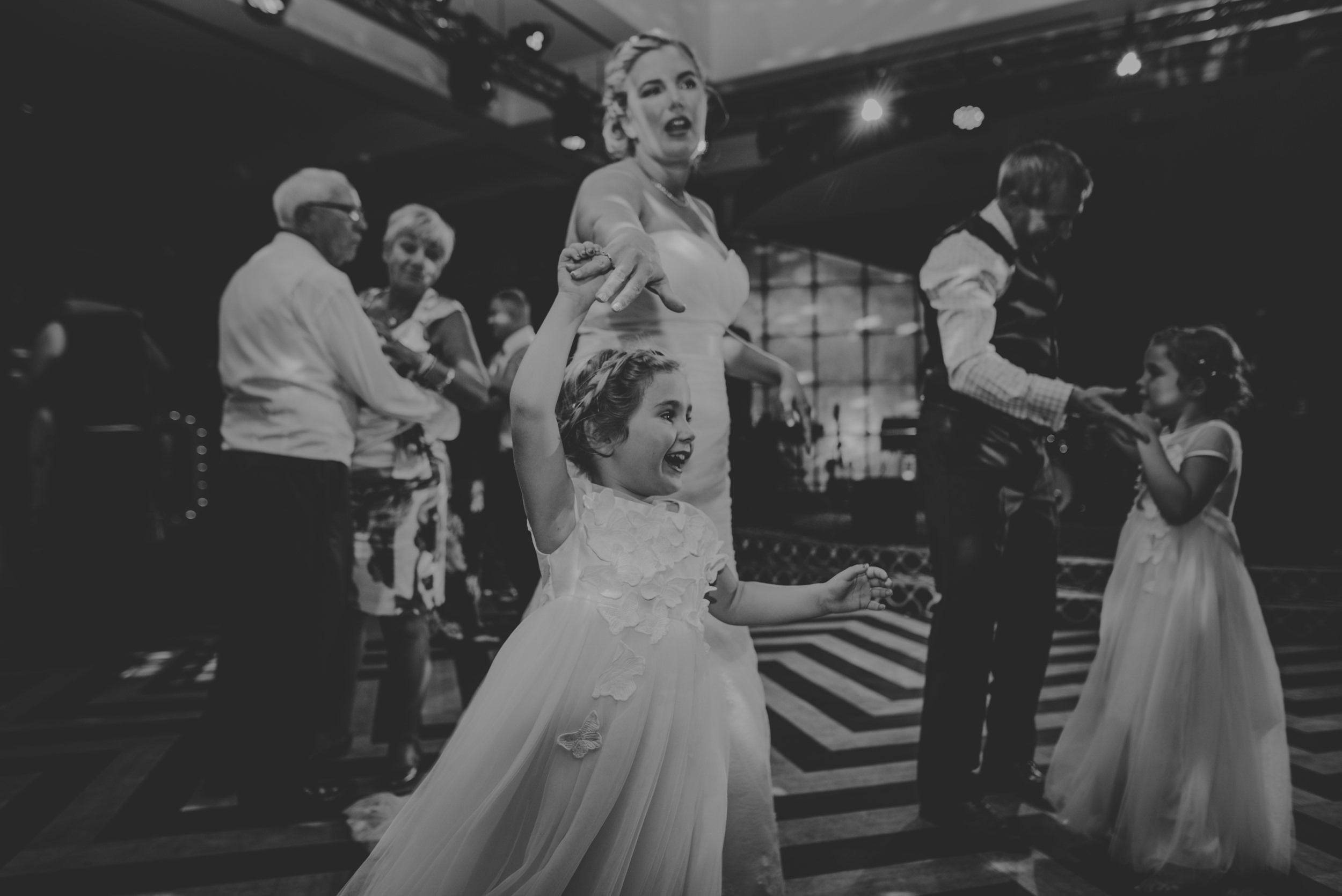 Chantelle-and-Stephen-Old-Thorns-Hotel-Wedding-Liphook-Manu-Mendoza-Wedding-Photography-565.jpg