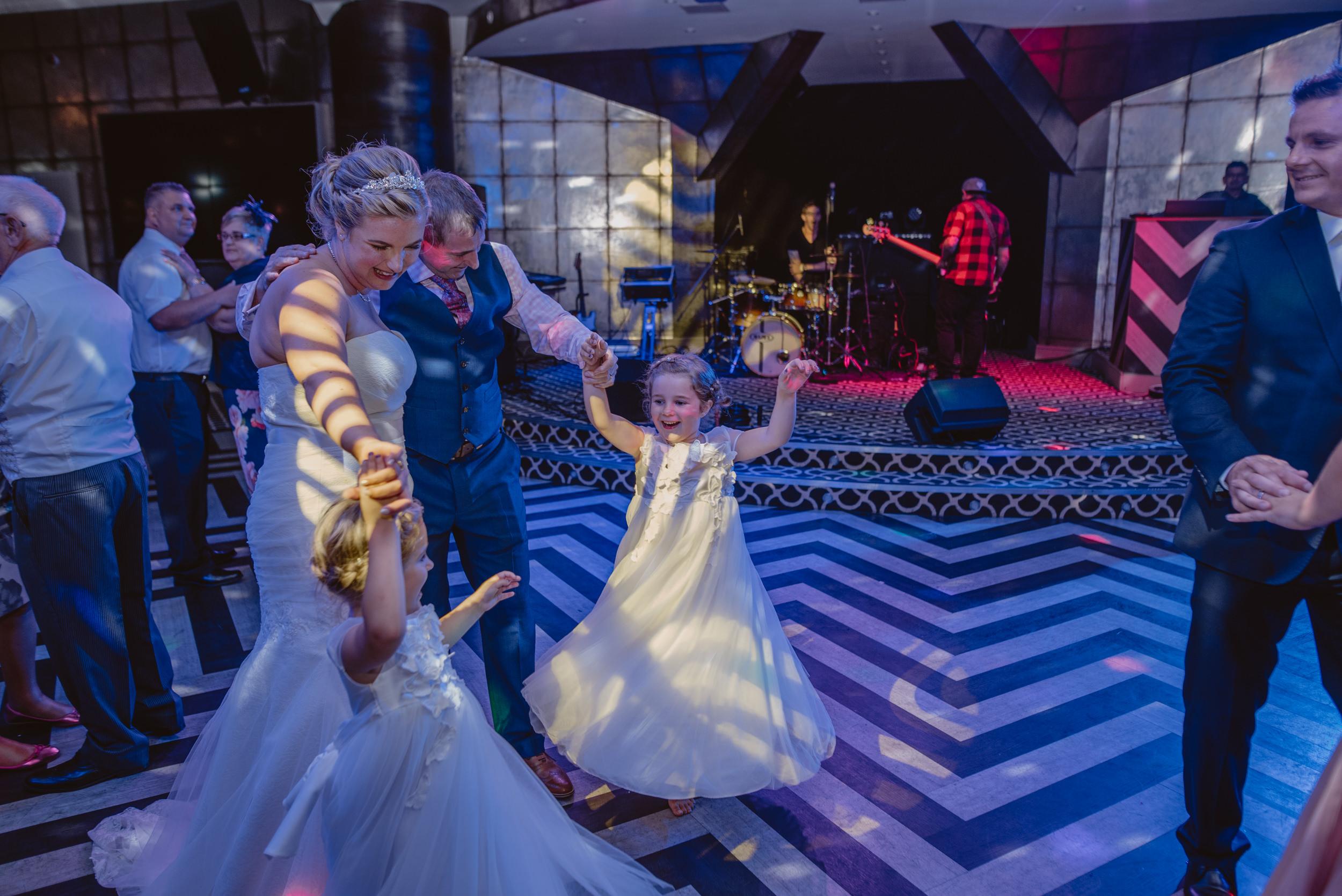 Chantelle-and-Stephen-Old-Thorns-Hotel-Wedding-Liphook-Manu-Mendoza-Wedding-Photography-563.jpg
